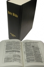 1611 King James Bible [Black]... The First Edition of  the King James Bible [OLD ENGLISH]